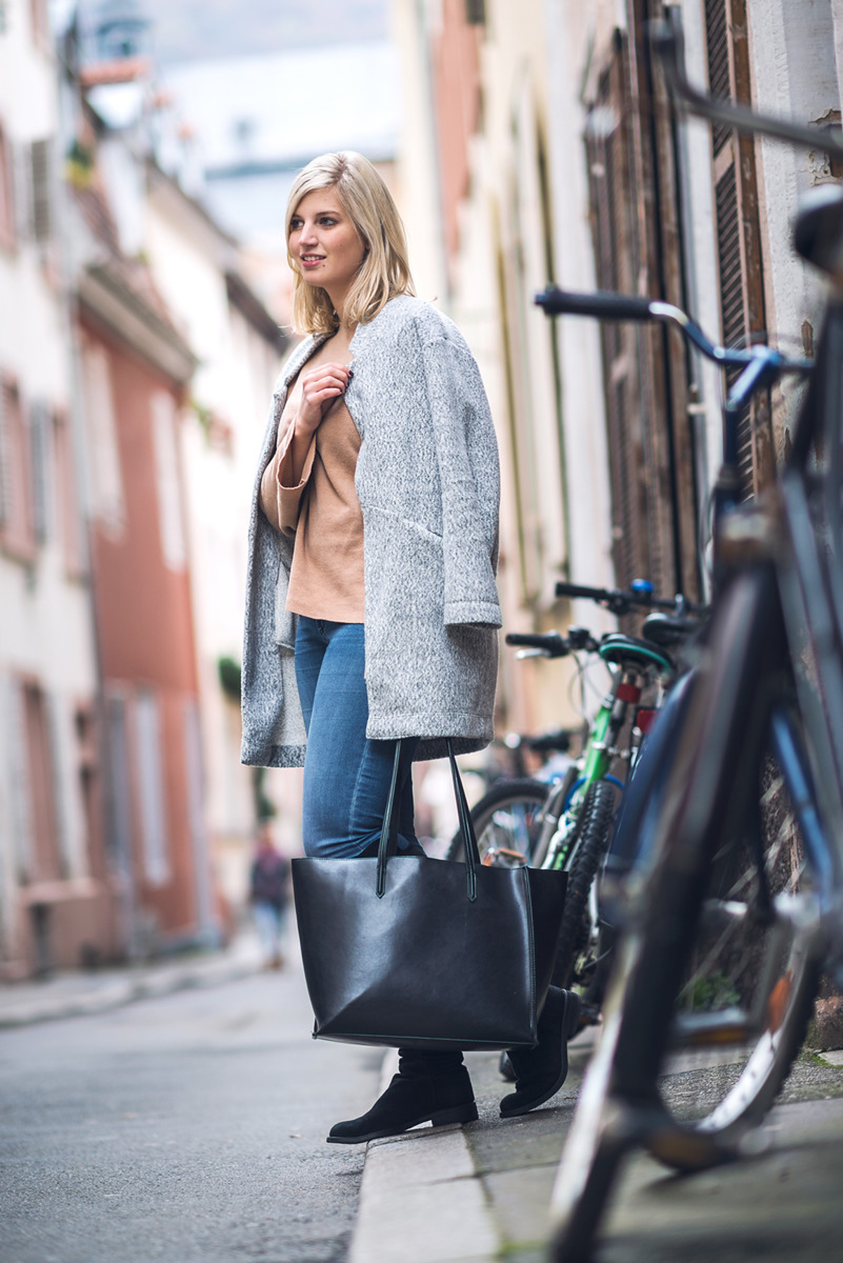 outfit-leonie-loewenherz-zara-mantel-shopper-pullover-only-jeans