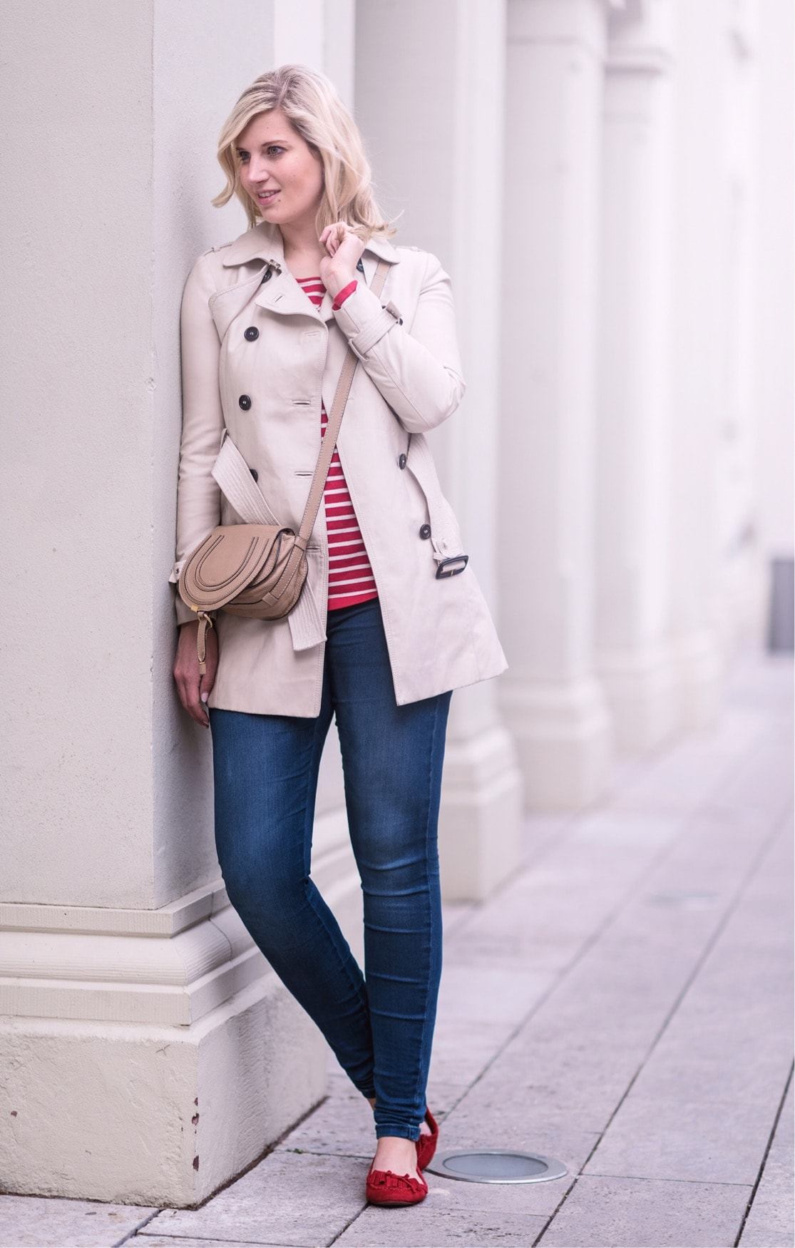 OUTFIT: Classic Trenchcoat & Red Stripes