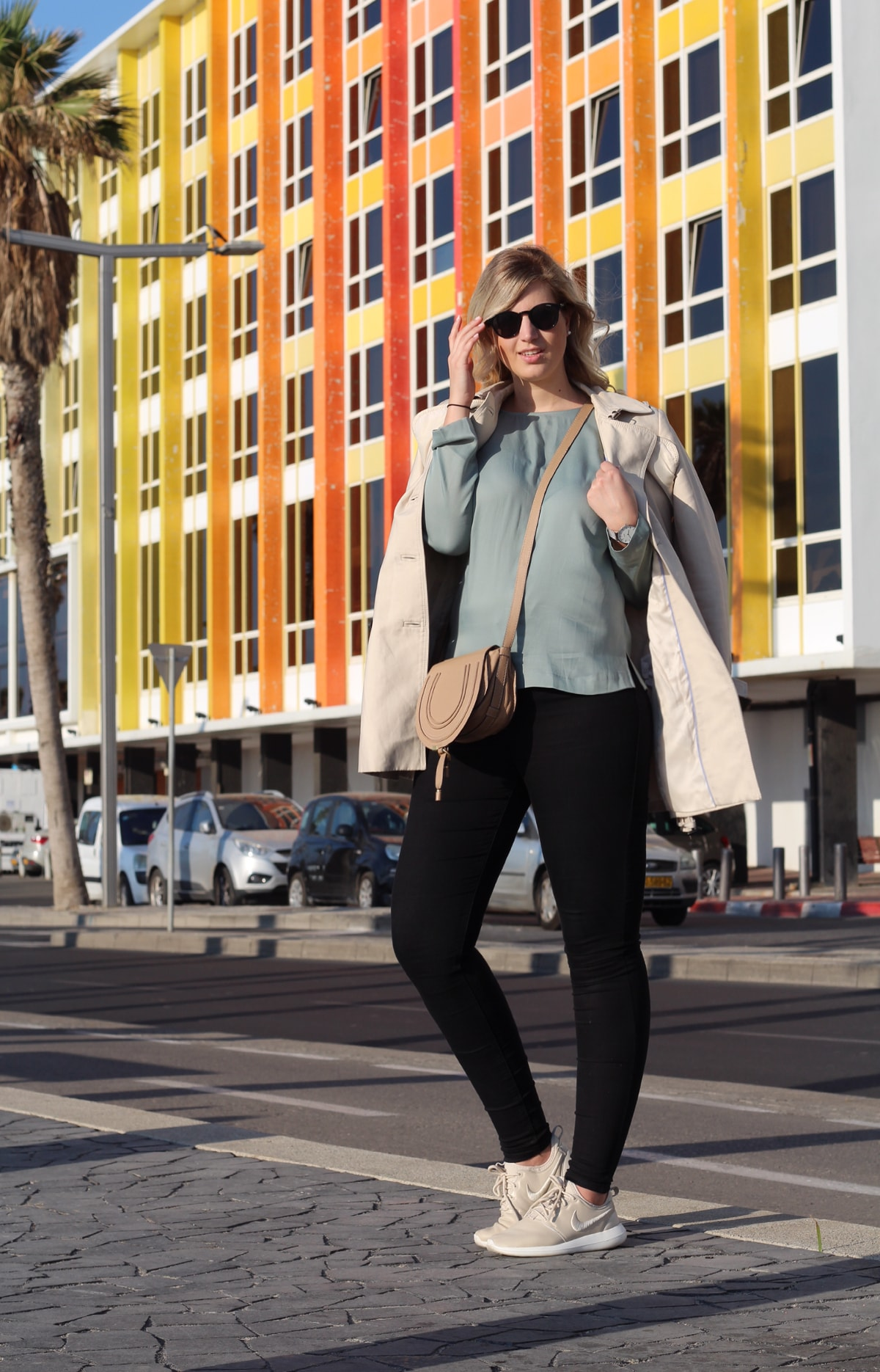 OUTFIT: Trench & Colorful Houses