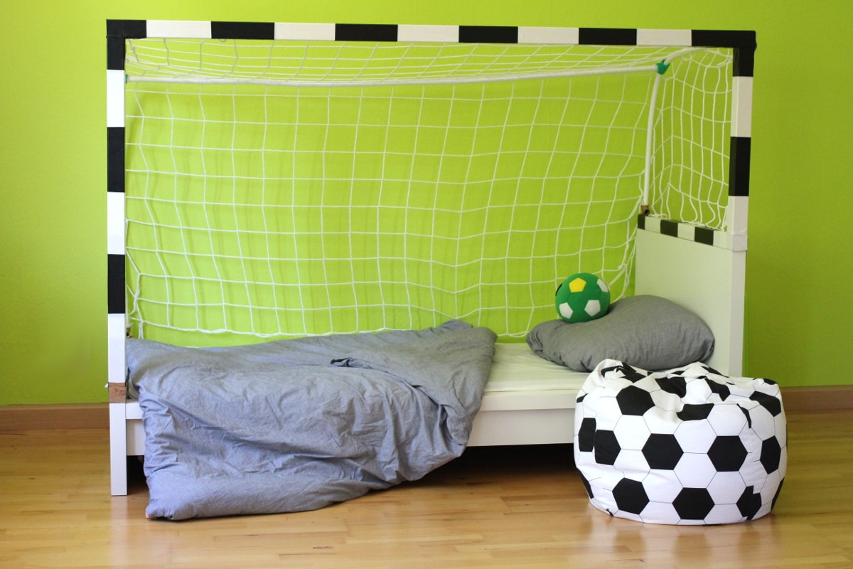 diy fussball bett f r kinder leonie l wenherz. Black Bedroom Furniture Sets. Home Design Ideas