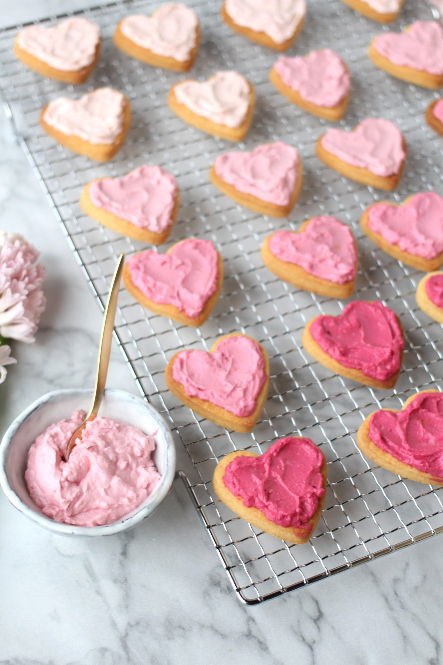 FOOD: Pink Ombré Heart-Cookies